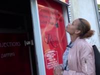 Eva, une nantaise qui vient essayer le glory-hole à l'espace érotique Rêves Vidéo à Montpellier ! (vidéo exclusive)