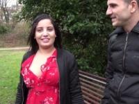 Sabrina, 19 ans, beurette d'origine marocaine, offerte au groupe ! (vidéo exclusive)