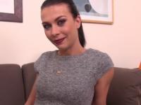 Carla, baby-sitter parisienne qui fait des webcams coquines ! (vidéo exclusive)