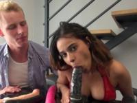 De retour avec son copain,  Samira s'essaye à la double pénétration ! (vidéo exclusive)