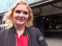 Sophie, 20ans, serveuse dans la Creperie parentale !   (vidéo exclusive)