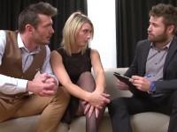 On offre deux mecs à Emma, 29ans!  (vidéo exclusive)