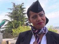 Clélie, 41ans, une hotesse de l'air de passage à Lyon !  (vidéo exclusive)