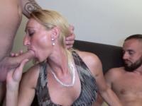 Coup de chaud pour Betty, 44ans !  (vidéo exclusive)