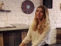 On baise Candice, la barmaid, dans son propre bar!  (vidéo exclusive)