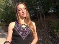 Etudiante à  Toulouse, Victoire veut s'amuser !  (vidéo exclusive)
