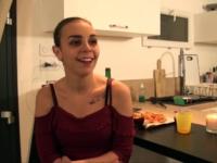 Julia veut se faire démonter l'anus et en plus elle a invité une copine !  (vidéo exclusive)