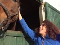 Mélissa a deux passions : L'équitation et le sexe !  (vidéo exclusive)