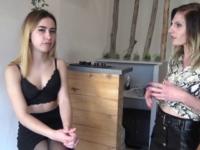 Juliette, 18ans nous suce dans les toilettes du resto puis première double chez papa/maman !  (vidéo exclusive)