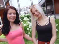 Deux copines coquines partagent une bonne bite !  (vidéo exclusive)