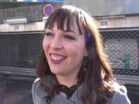 Accompagnée par une amie, Angélique, 27ans, débute en fanfare!  (vidéo exclusive)