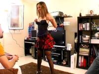 Leona offerte pour un gang-bang par son mari voyeur! (vidéo exclusive)