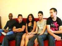 Gang-bang à la maison pour notre bimbo de banlieue ! (vidéo exclusive)*