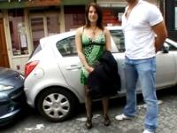 Lise, jolie brune salope, supporte mal la sodomie! (vidéo exclusive)
