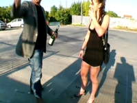Sexe et Bon Coeur: Alexia accepte de baiser avec un un SDF devant notre caméra ! (vidéo exclusive)