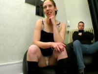 On donne une bonne correction anale à Carine…devant son mari qui fait la gueule!!! (vidéo exclusive)*
