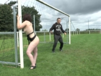 Une groupie se fait baiser sur un terrain de foot en Bretagne