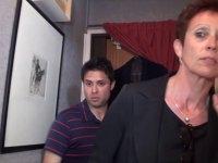 Vidéo exclusive: Diana la cougar débauche un jeune étudiant pour lui défoncer le cul