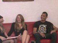 Jess est venue tourner en compagnie de Candice et d'un jeune débutant.