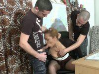 Une prof débordée lors de son cours d'éducation sexuelle!