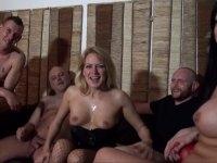 Gang-bang et double vaginale pour une maman belge très vorace!