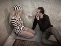 Vanessa, une prisonnière très docile qui aime le sperme!