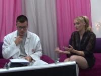 Angie fait appel à SOS sodomie pour satisfaire son mec!