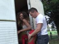 Bianka, suit des cours de soutien en sodomie avec son petit copain!