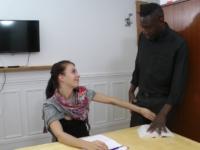 Carla amadoue son prof particulier d'anglais entre ses cuisses