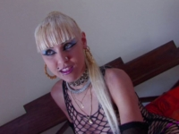 Une jeune strip de 19 ans vient d'Espagne sucer notre caméraman!
