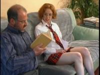 Une jolie rousse en tenue d'écolière baisée par son prof!