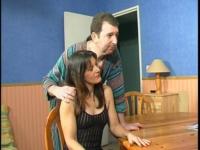Emmanuel rend visite à ses clients et baise madame.