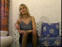 Premier casting de Sandrine, une maman au foyer très sexy!