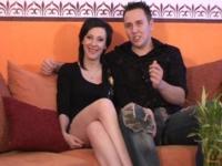 Shÿni et Laurenzo, jeune couple libertin, s'amusent devant notre caméra!