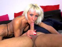 Porno gonzo pour femme mature à gros seins aimant la sodo