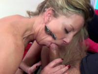 Femme cocufiée se venge en se faisant baiser sauvagement